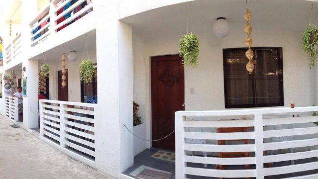 8 Color Beach House