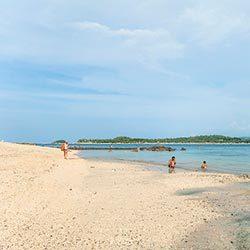 Manoc-Manonc Beach